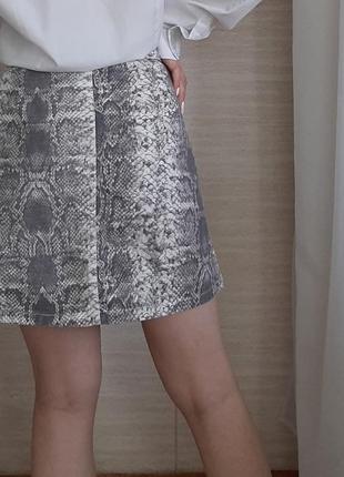 Трендовая юбка на молнии в принт2 фото