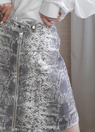 Трендовая юбка на молнии в принт4 фото
