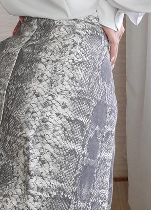 Трендовая юбка на молнии в принт3 фото