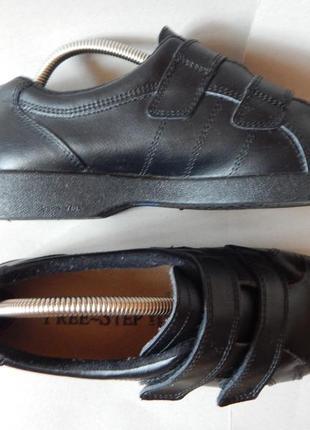Кожаные  туфли кроссовки на липучке на широкую ногу