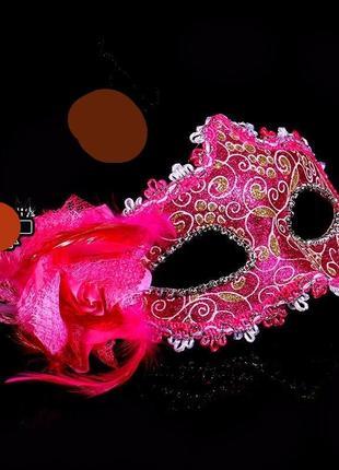 Малиновая розовая карнавальная маска на твердой основе с большим цветком для интима или на маскарада