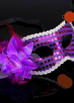 Фиолетовая сиреневая маска на твердой основе с большим цветком для интима или на маскарад на лентах