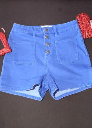 Джинсовые шорты с завышеной талией.