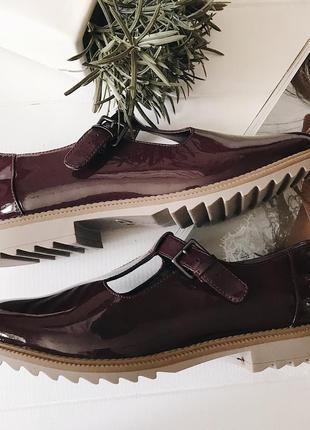 Крутейшие новые туфли лоферы лаковые вишнево-баклажанового цвета