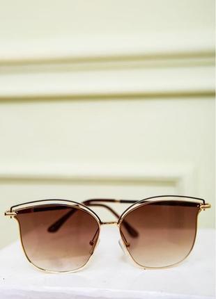 Солнцезащитные очки в золотой оправе коричневые черные молные стильные летние кошачий глаз