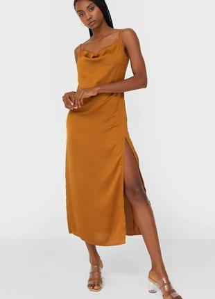 Платье комбинация с разрезом в бельевом стиле