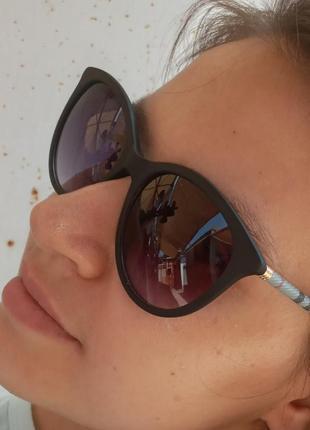 Стильные очки в матовой оправе дужка в клеточку