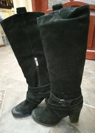 Черные замшевые демисезонные сапоги