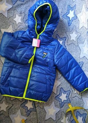Деми спортивная курточка ,яркая, для мальчика,рост 104.