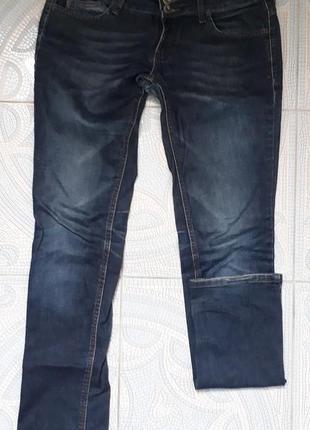 Прямые джинсы почти даром