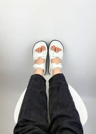 Белые кожаные босоножки сандали