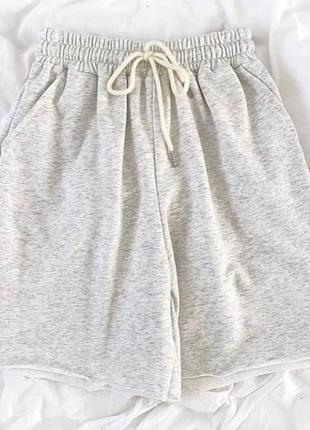 Свободные шорты