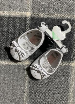 Детские пинетки primark ( примарк 3-6 месяцев новые оригинал белые)