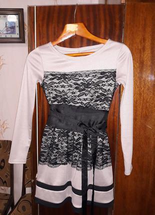 Супер платье с гипюровой вставкой