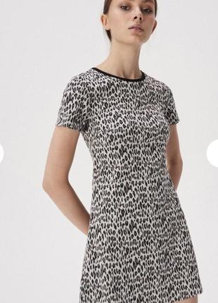 Платье в лео принт