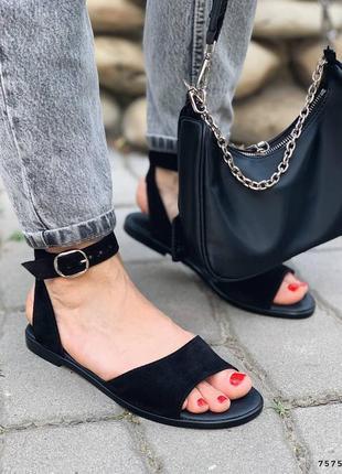 Замшевые кожаные сандалии с ремешком. наложка