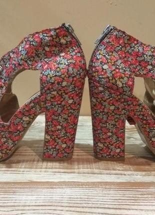 Новенькие,-супер классные туфельки,босоножки bianco 39р