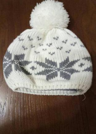 Зимняя вязаная шапка.