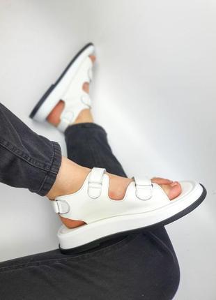 Кожаные мягкие сандали босоножки