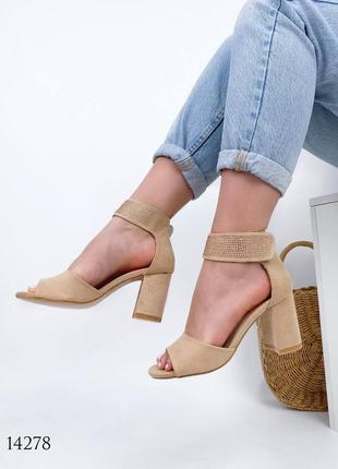 Босоножки боссоножки туфли сандалии бежевые на среднем каблуке толстый каблук
