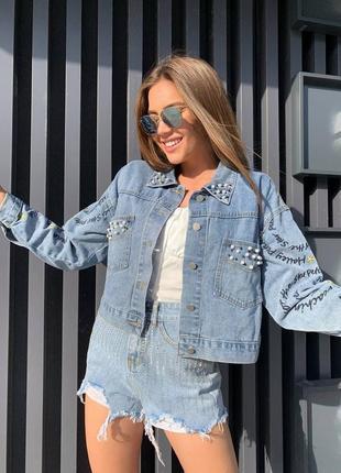 Женская джинсовая куртка оверсайз, женский джинсовый пиджак  укороченный с бусинами