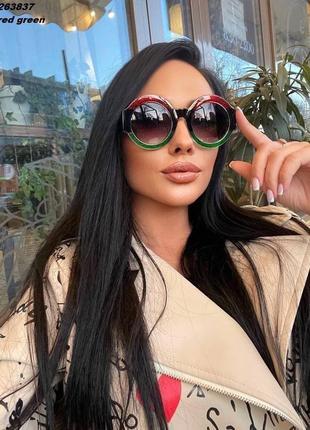 Красивые стильные трендовые летние  блестящие с блесками круглые солнцезащитные очки красные зелёные