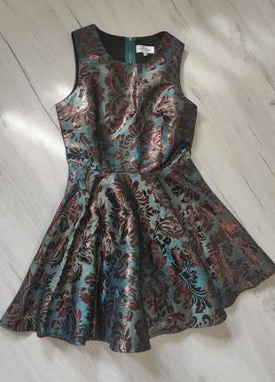 Красивое платье с юбкой клеш