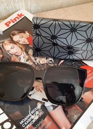 Очки солнцезащитные  женские брендовые с чехлом