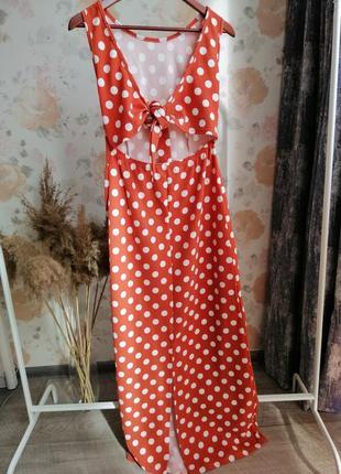 Платье миди в горошек с завязками спереди
