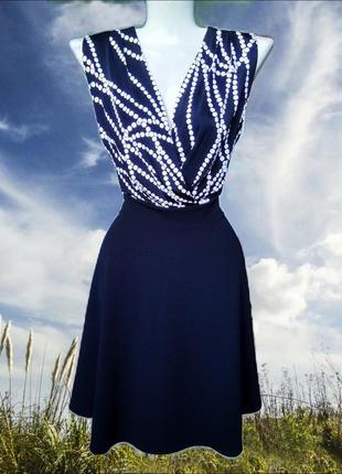 Приличное чёрно-белое приталенное комбинированное платье morgan без рукавов/принт горох