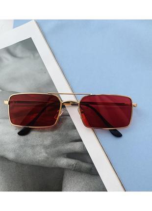 Стильные солнцезащитные очки в красном цвете!