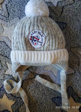 Зимняя шапочка в состоянии новой на 8 мес до 1,7 годика