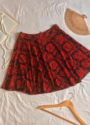 Нарядная красная юбка солнце с растительным принтом (размер 38-40)