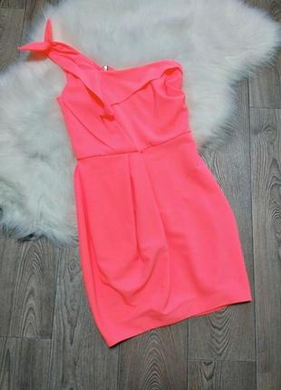 Женское нарядное облегающее неоновое короткое летнее платье на одно плечо
