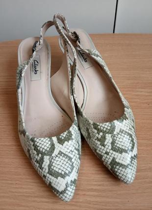 Комфортные кожаные туфли босоножки 38,5 р. 26 см. clarks