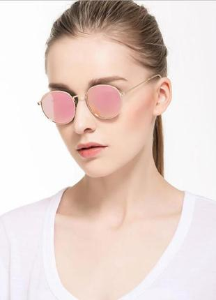 Округлые очки от солнца с тонкой металлической золотой оправой нежно-розовое зеркало