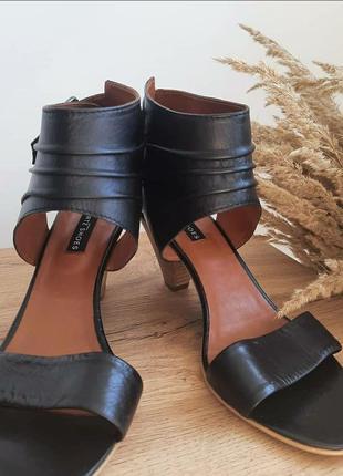 Шкіряні чорні босоніжки туфлі сандалі на невисокому каблуці gortz shoes 37 розмір в стилі asos zara massimo dutti