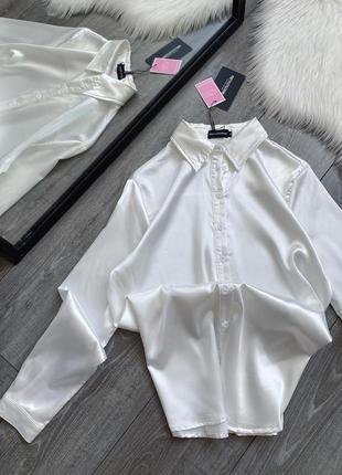 Белая атласная рубашка