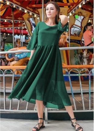 Шифоновое платье изумрудного цвета.