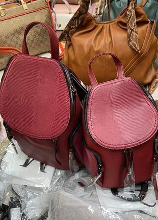 Рюкзак(є більший і менший за розміром)/италия