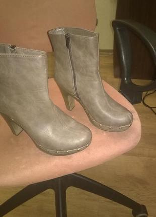 Стильные ботинки  на каблуке