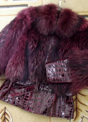 Шикарная зимняя меховая куртка цвета марсала *енот+фактурная нат.кожа под рептилию