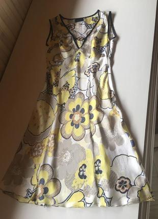 Летнее платье trussardi