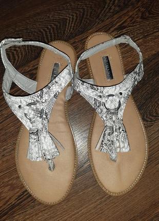 Primark сандалі