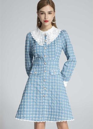 Голубое платье в клетку с белым воротником