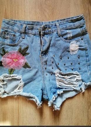 Шорты джинсовые с завышеной талией.