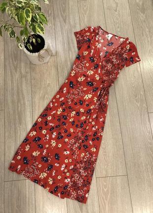Платье миди на запах в цветы