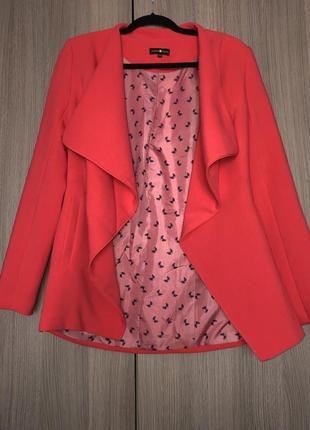 Стильный пиджак коралловый м-л