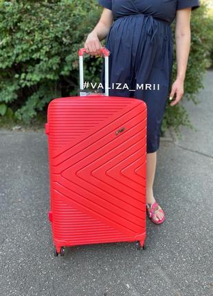 Якісна валіза преміум класу качественный чемодан яркий