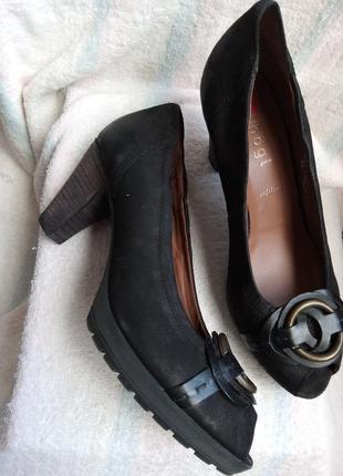 Кожаные (нубуковые) туфли с открытым носком hogl